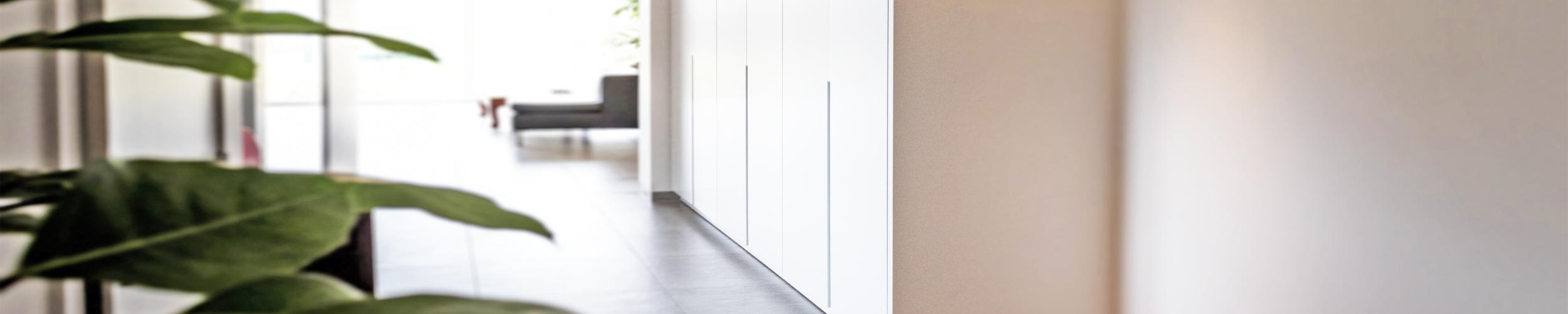 Straal met afgewerkt timmerwerk en maatwerk zowel binnen in je huis als buiten door Timmerwerk en maatwerk Stefaan Desmet